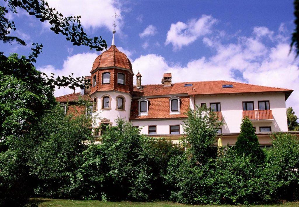 Herzlich willkommen im Parkhotel Schillerhain Kirchheimbolanden